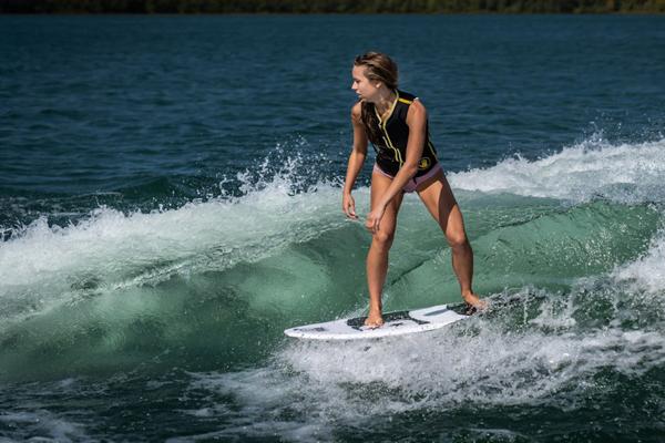 Varatti controls wake for surfing